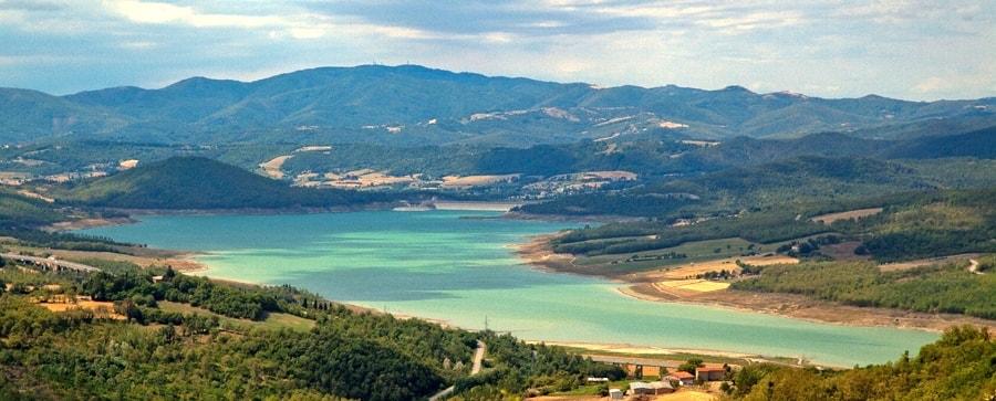 Panoramica_Lago_di_Montedoglio-min